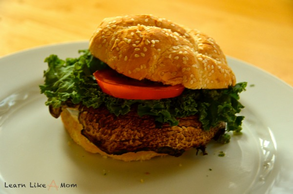 Walnut Kale Pesto Portabello Mushroom Burgers - Learn Like A Mom! http://learnlikeamom.com/recipes/walnut-kale-pe…shroom-burgers/ ?
