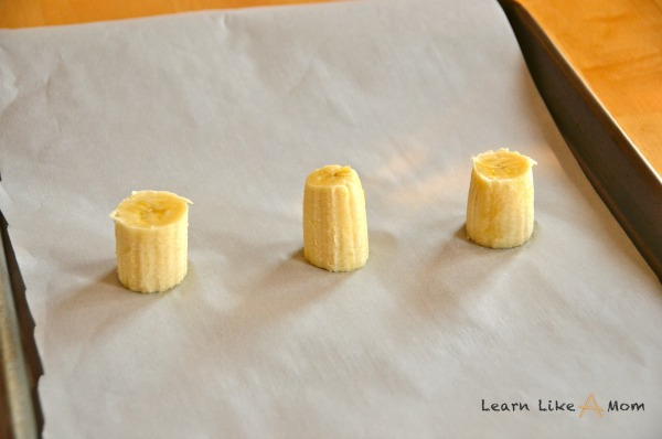 Banana and Chocolate Leprechaun Hats - Learn Like A Mom! http://learnlikeamom.com/recipes/leprechaun-hats/ #stpatricksday #recipe #dessert