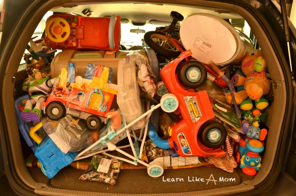 Six Simple Ways to Declutter Your Home from Learn Like A Mom! http://learnlikeamom.com/around-the-house/organization/declutter-home/ #declutter #organization #homeforsale #cleaning